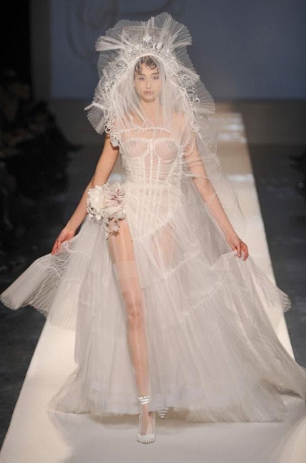 Футуристическое свадебное платье от Готье