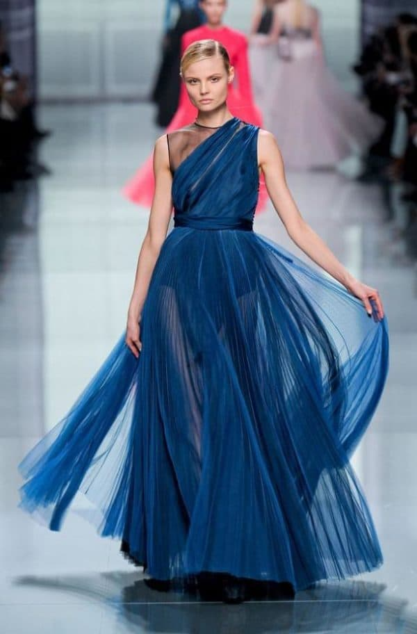 Синее бальное платье от Dior на выпускной
