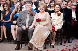 Мама жениха в элегантном платье