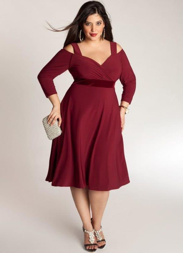 Бордовое платье для дам за 50