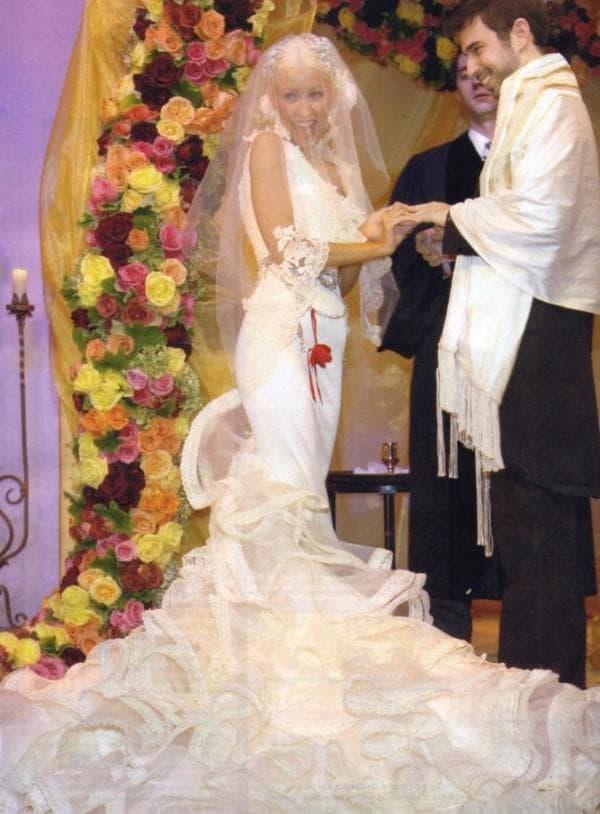Кристина АГилера в свадебном платье