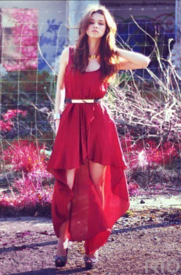 Красное платье с открытыми ногами