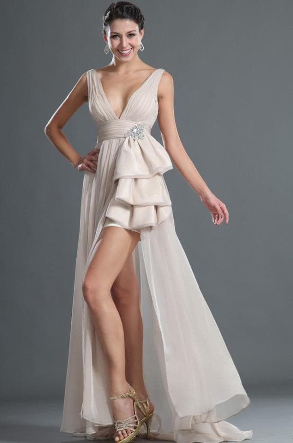 Платье с открытыми ногами и длинным шлейфом
