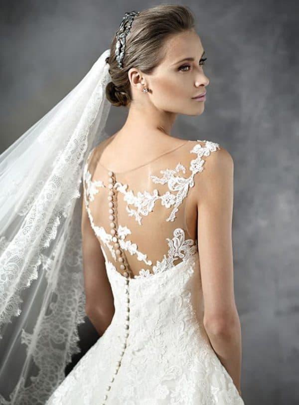 Оригинальная отделка свадебного платья от Проновиас
