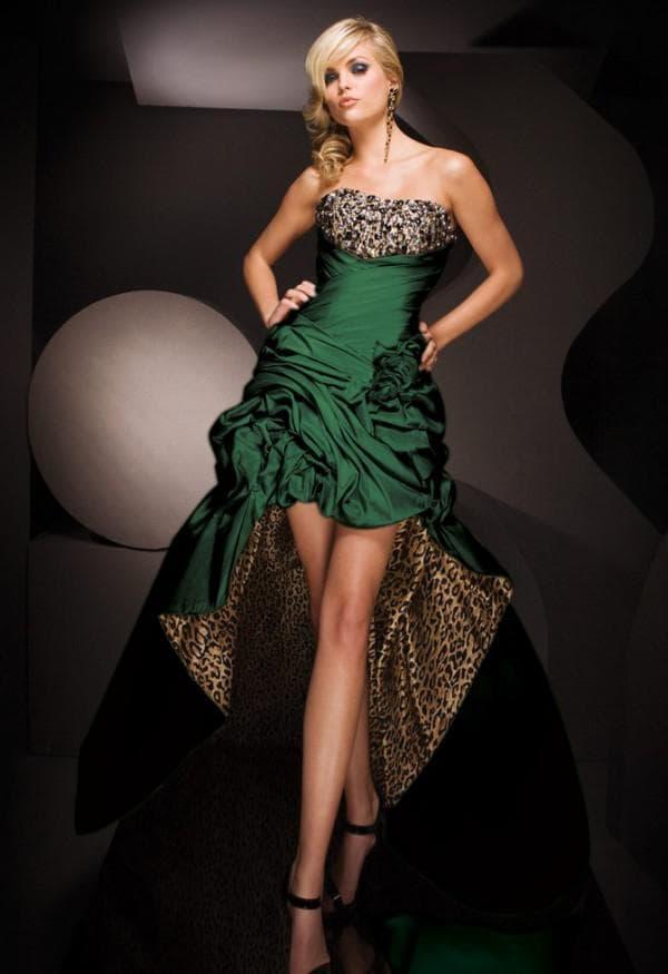 Изумрудное платье со шлейфом и открытыми ногами