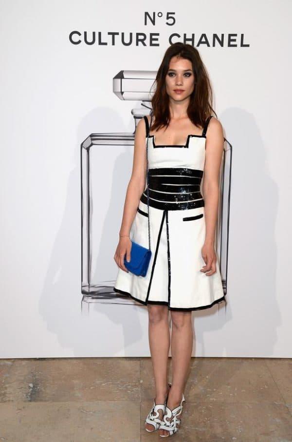 коктейльное черно-белое платье