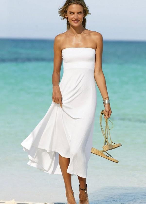 Длинное белое пляжное платье