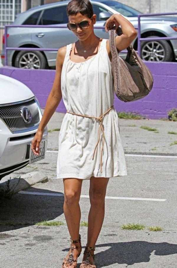 аксессуары для белого платья в греческом стиле
