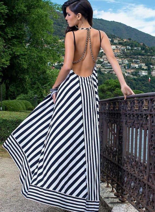 Полосатое платье для полных на пляж