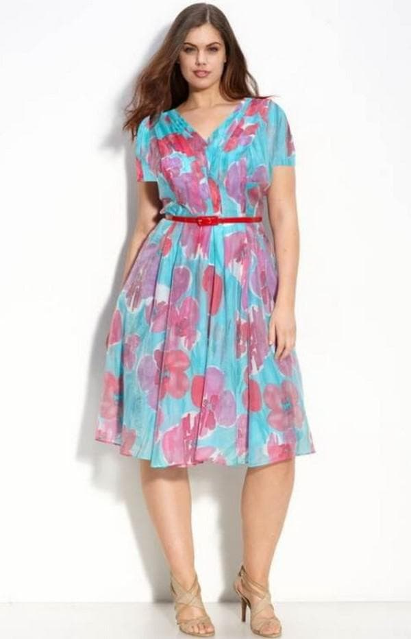 легкое платье для девушки с пышными формами