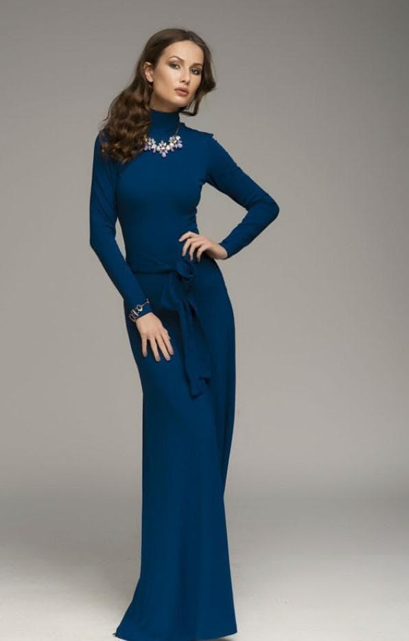 платье синее в пол с высоким воротником