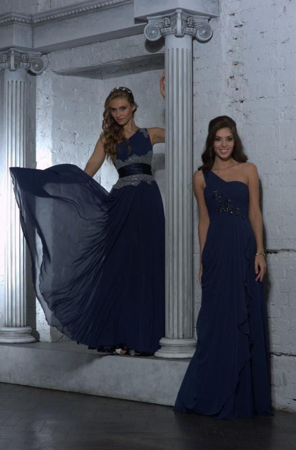 два темно-синих платья