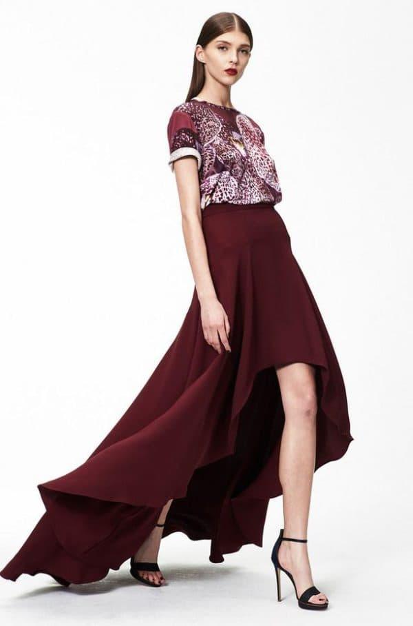 платье с ассиметричной юбкой винного цвета