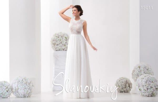 платье невесты прямого кроя с кружевным лифом