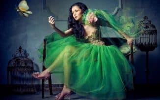 зеленое платье с розовыми туфлями