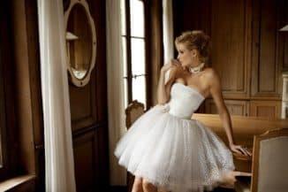 короткое кружевное платье невесты