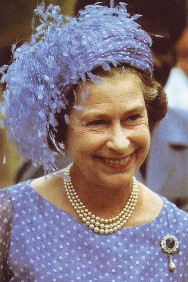 Елизавета в платье в горошек