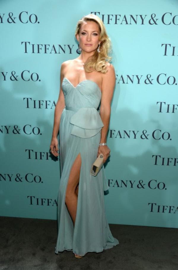 Кейт Хадсон в платье цвета тиффани