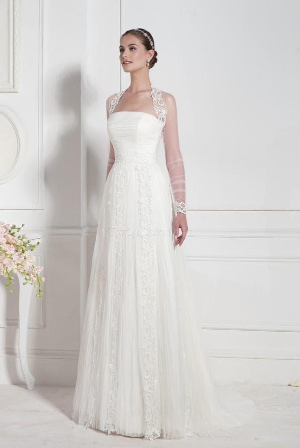 Длинное свадебное платье с кружевными рукавами