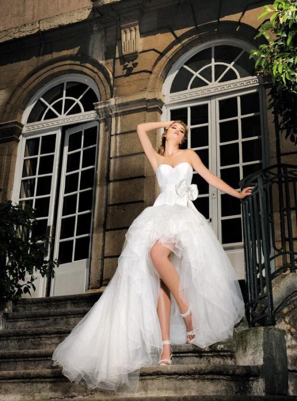 длинное свадебное платье, открывающие ноги спереди