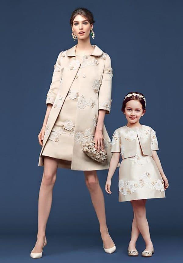 бежевые платья для мамы и дочки