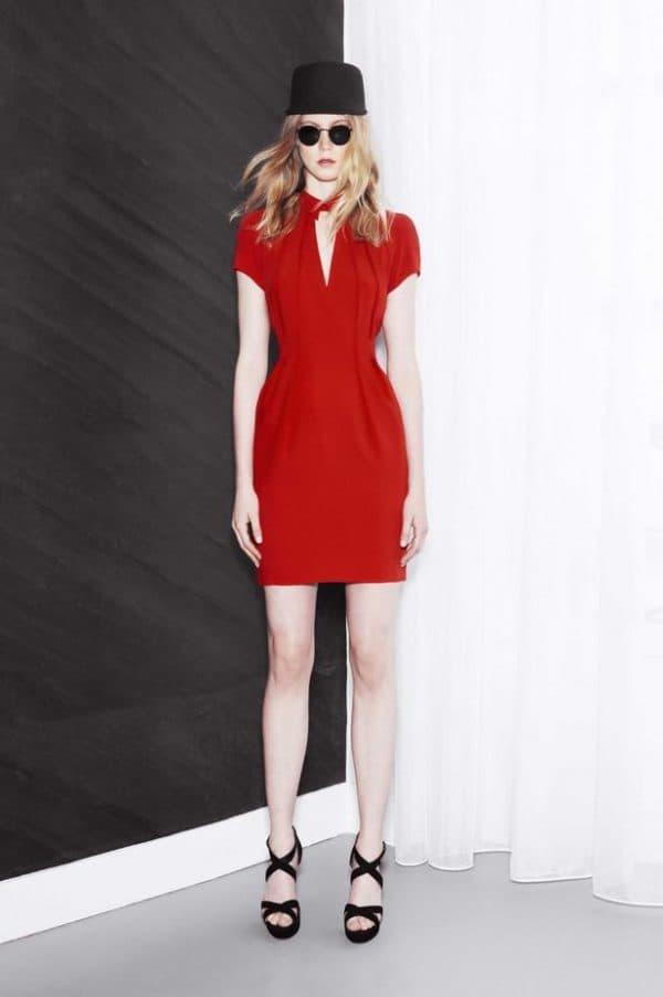 красное платье французской длины