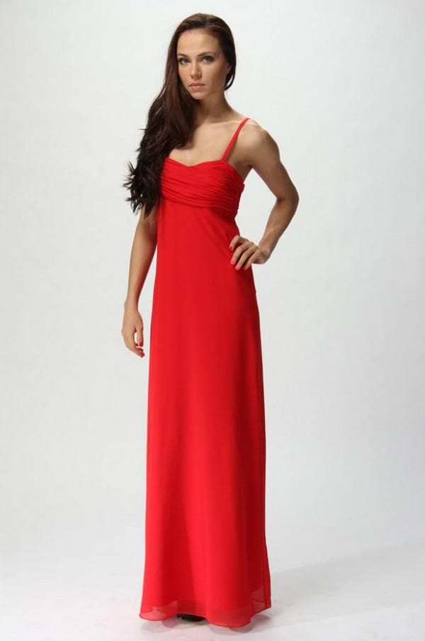 красное платье на свадьбу подруги