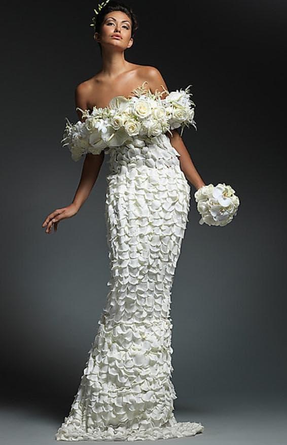платье из лепестков
