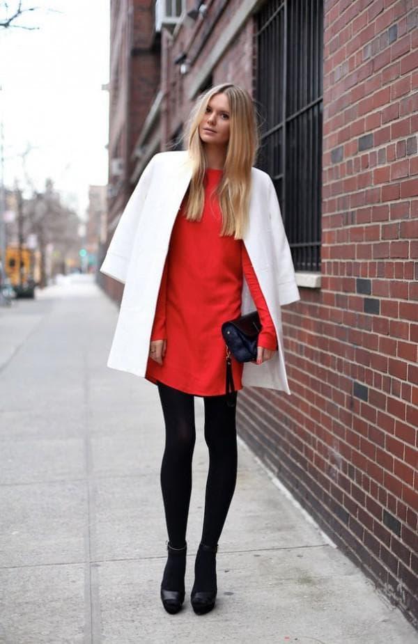 красное платье с пальто