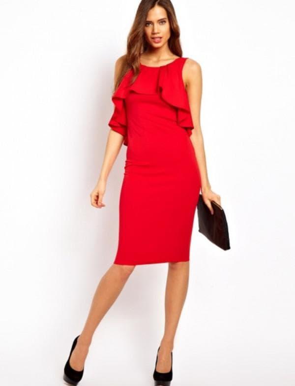 красное платье с черными аксессуарами для подружки невесты