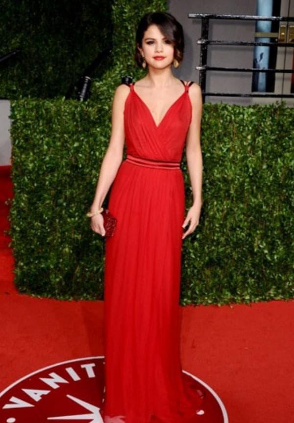 красное платье в стиле ампир