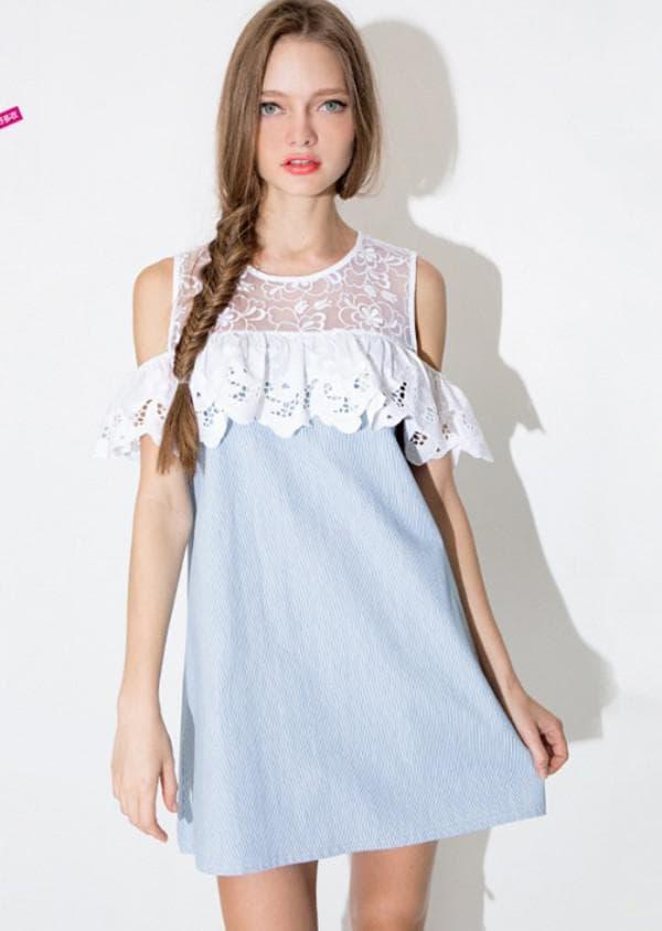 платье с кружевными воланами
