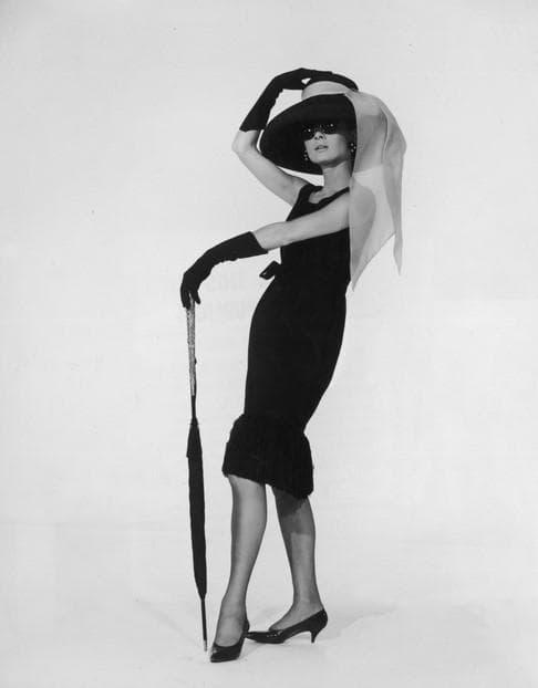 Одри в маленьком черном платье