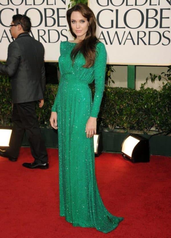 Звезда в длинном зеленом платье