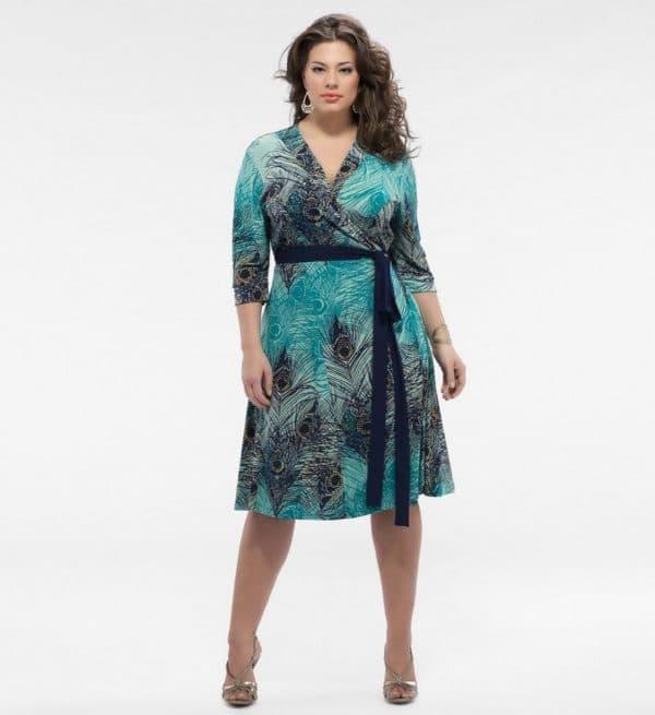 Летнее платье для полной женщины с запахом