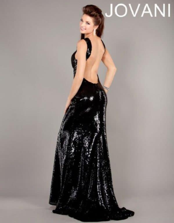 Черное платье в пол с открытой спиной