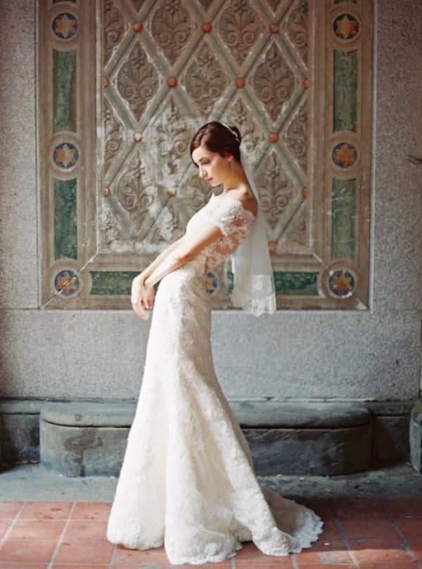 Дизйнерское платье невесты цвета слоновой кости
