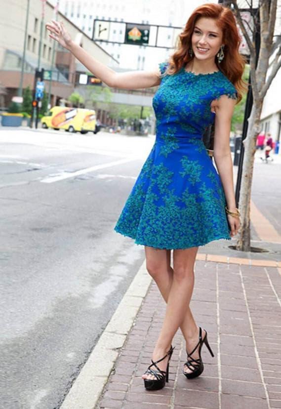 Синее платье на последний звонок