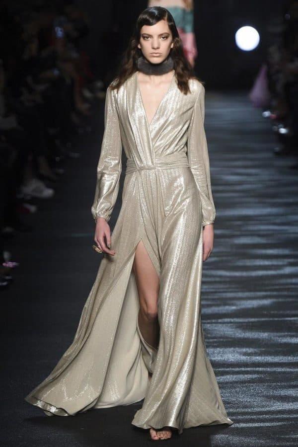 Вечернее платье цвета металлик
