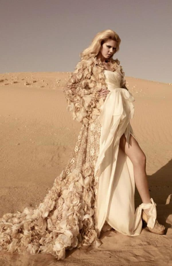 Роскошное платье невесты цвета золотого песка