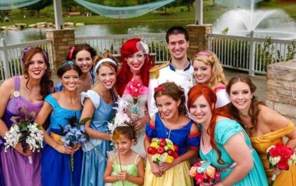 Наряды для подруг на тематической свадьбе
