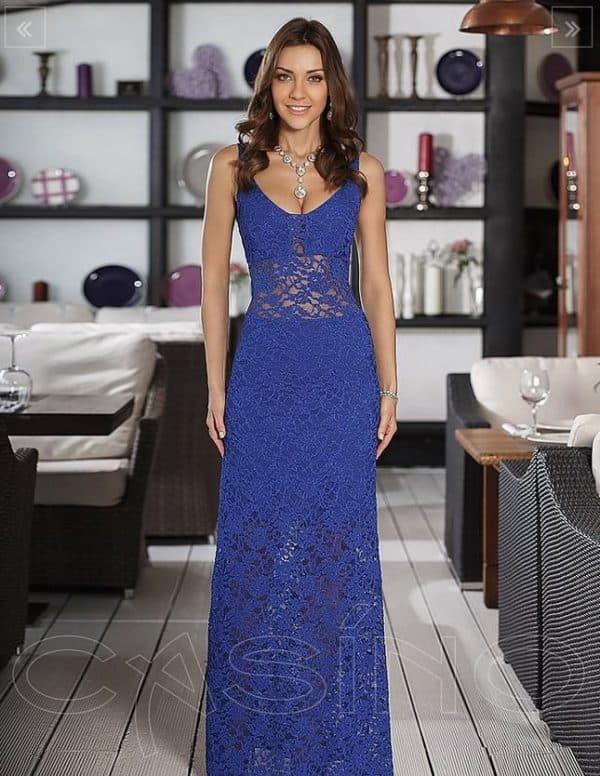 Кружевное вечернее платье синего цвета