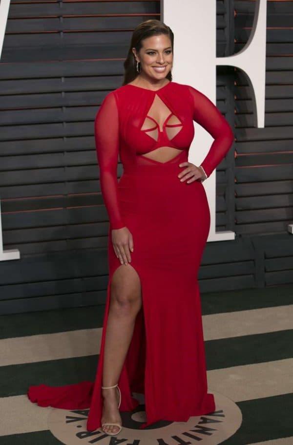 Шикарное красное платье большого размера