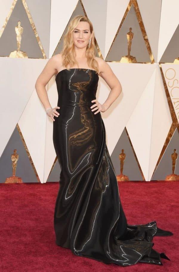 Черное платье Кейт Уинслет
