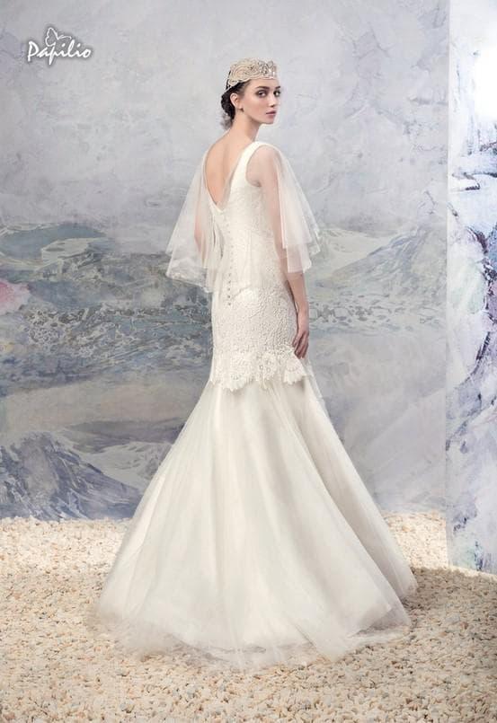 Свадебное платье с летящими рукавами