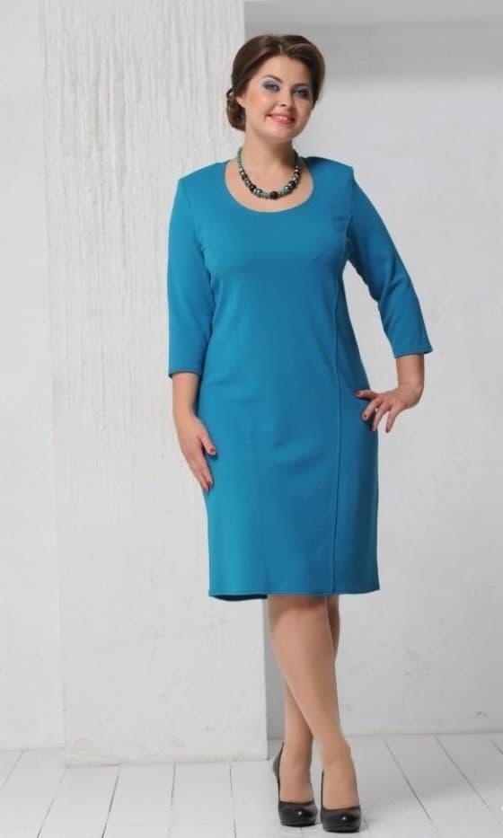 Платье-футляр в деловом стиле