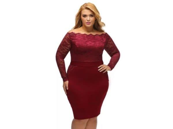 Платье-футляр для полной женщины с кружевным верхом