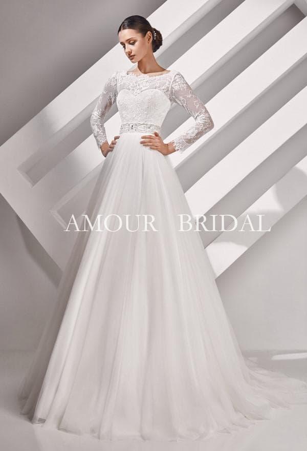 Платье от Амур Бридал на свадьбу со шлейфом