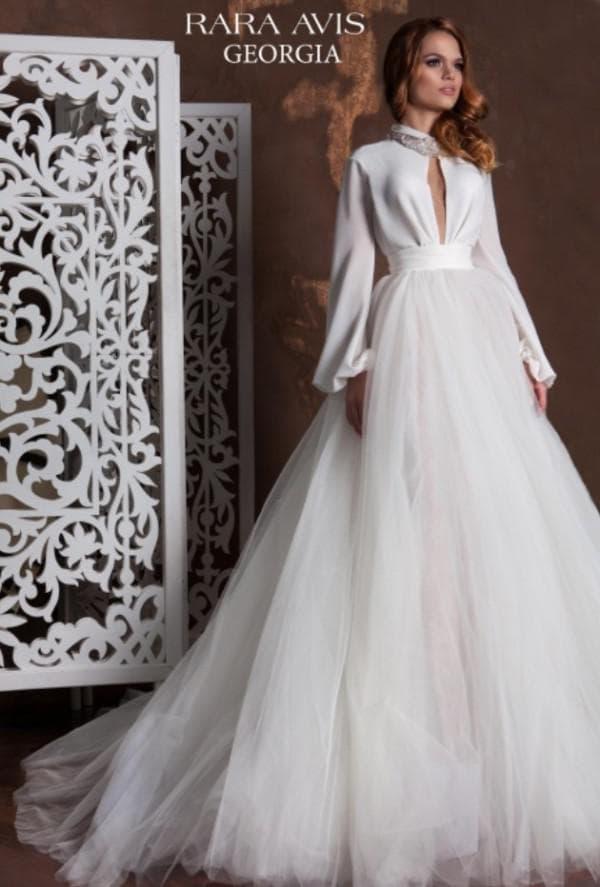 Нежно струящееся платье  для невесты