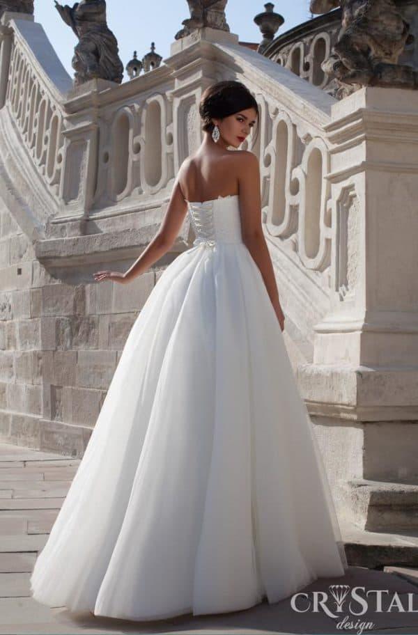 Платье на свадьбу со шнуровкой на спинке